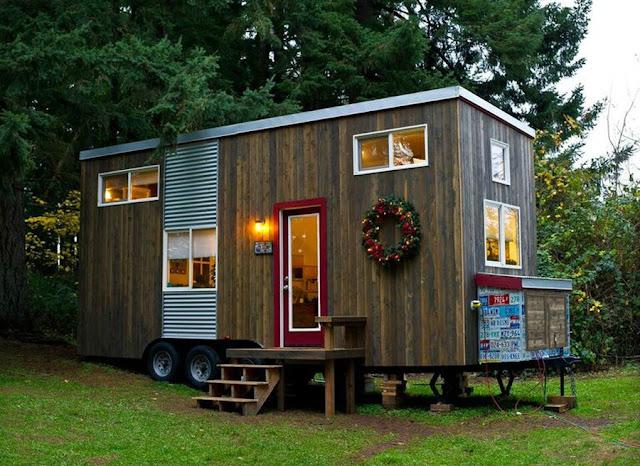 Tiny house town rustic diy tiny house in oregon 144 sq ft Small houses oregon