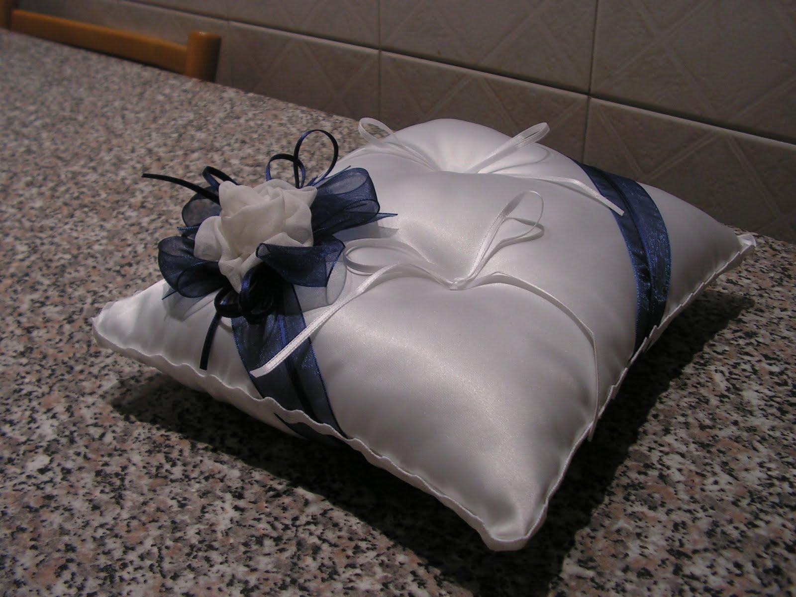 Cuscino Portafedi Bianco E Blu.Wedding Creations Cuscino In Cerca Di Sposi