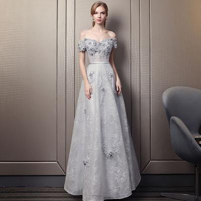 Robe de soirée grise longue princesse épuale dénudée