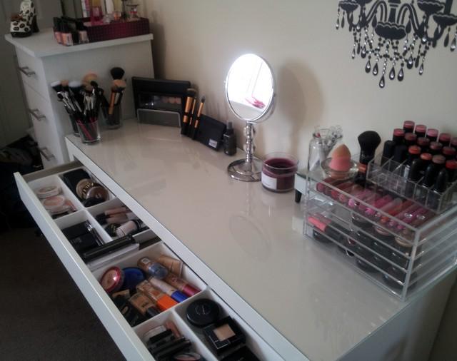 Arredo e design come realizzare una perfetta postazione - Ikea specchio trucco ...