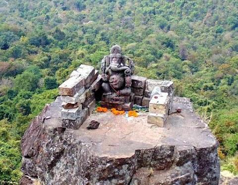 ये है दंतेवाड़ा में ढोलकल पहाड़ी, यहां गणेश और परशुराम में युद्ध हुआ था