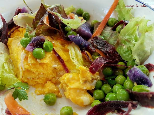 Ensalada de patatas moradas, guisantes y zanahorias para  #lunes sin carne