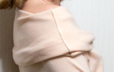 Два пуловера из трикотажа с ангорой