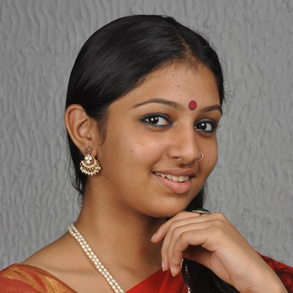 Tamil Actress Hd Wallpapers Free Downloads Kumki Heroine -8865