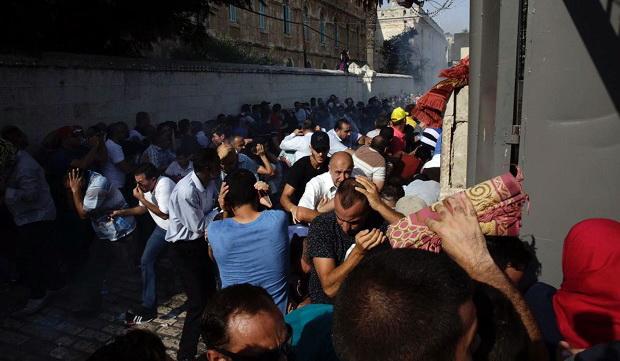 Innalillahi, Masuki Masjid Al-Aqsa, Jamaah Muslim Dilempari Granat Kejut Israel