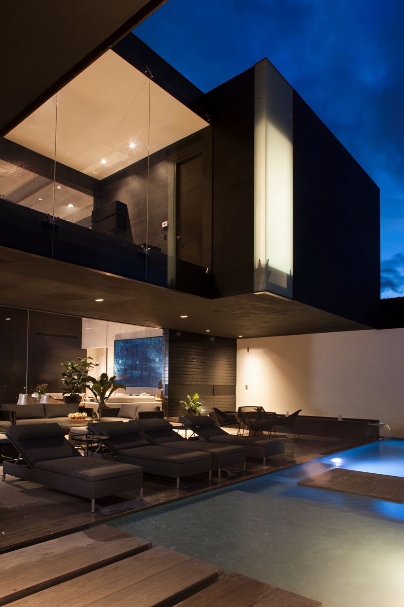 Terrace and facade on Dominant modern mansion by GLR Arquitectos