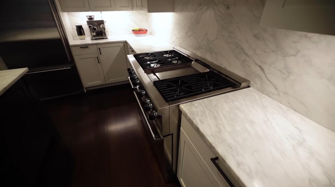 22 Interior Design Photos vs 215 E 22nd St #N, New York Luxury Penthouse Tour