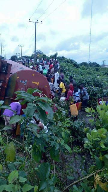 Residents scoop fuel as tanker rams into police van in Akwa Ibom
