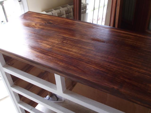 Cómoda de madera pintada