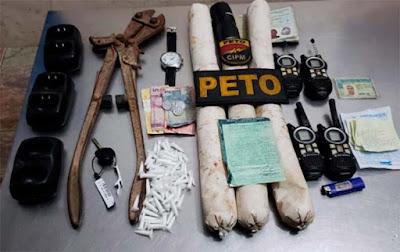 Explosivos e drogas são encontradas em carro de mulher de traficante