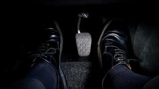 Cara Memundurkan Mobil Di Turunan Yang Curam