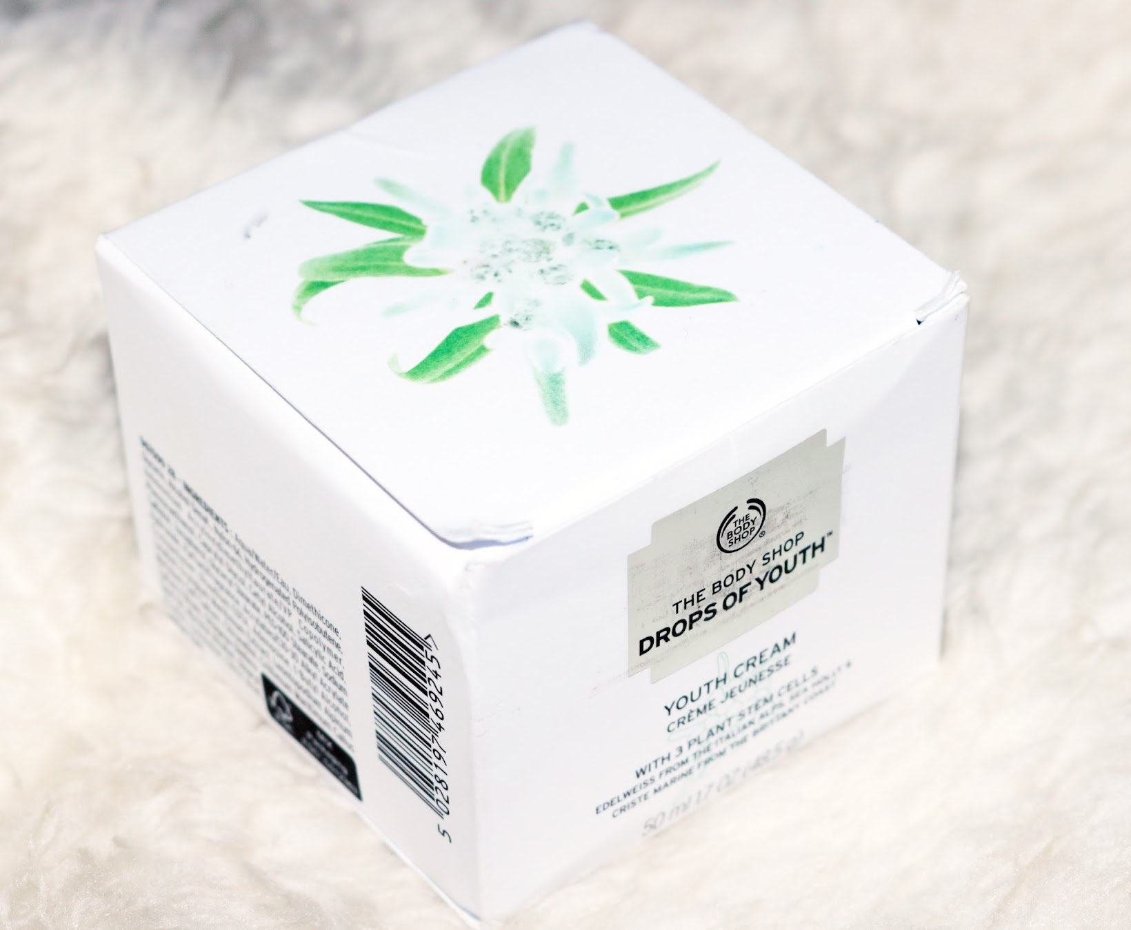 packaging, Indian beauty blogger, review, skincare, The Body Shop, The Body Shop Drops of Youth Day Cream review, The Body Shop Drops of Youth, best moisturizing creams in India, day cream, The Body Shop Drops of Youth day cream swatch