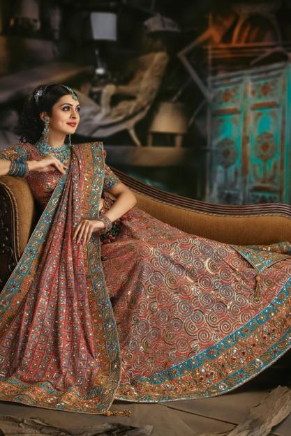Bridal wear, party wear and designer wear have a very creative range of Exclusive sarees in more than different varieties. Not limited to just silks, georgettes, cotton, chiffon or velvets, Sarees collection at Indian Wedding Saree also features best of satin, crepe, polyester, jute and cellulose.