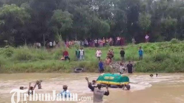 Miris! Tidak Ada Jembatan, Jenazah Warga Dihanyutkan ke Sungai untuk ke TPU