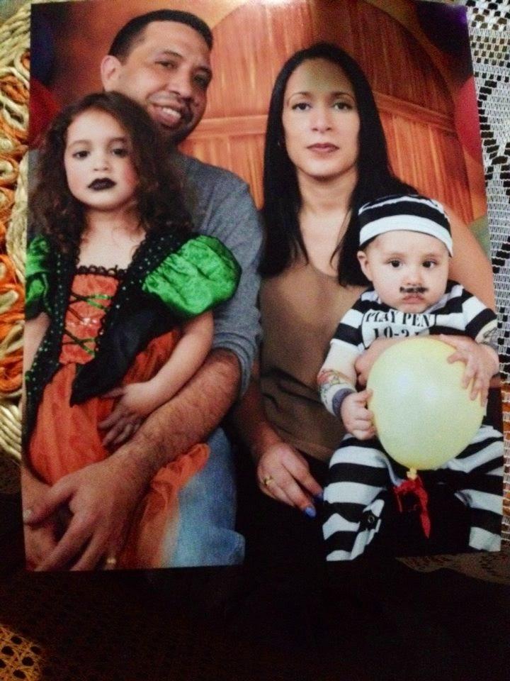 Papá, Mamá e hijos en foto Halloween