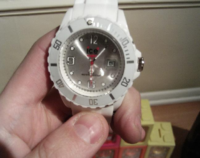 Differences between Fakes and Real Watches