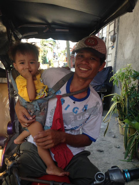 A Tricycle Driver In Pasig Brings His 2-Year-Old Son To Work Everyday Touched The Hearts Of Many Netizens