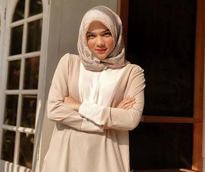 Davina Karamoy Pakai Hijab