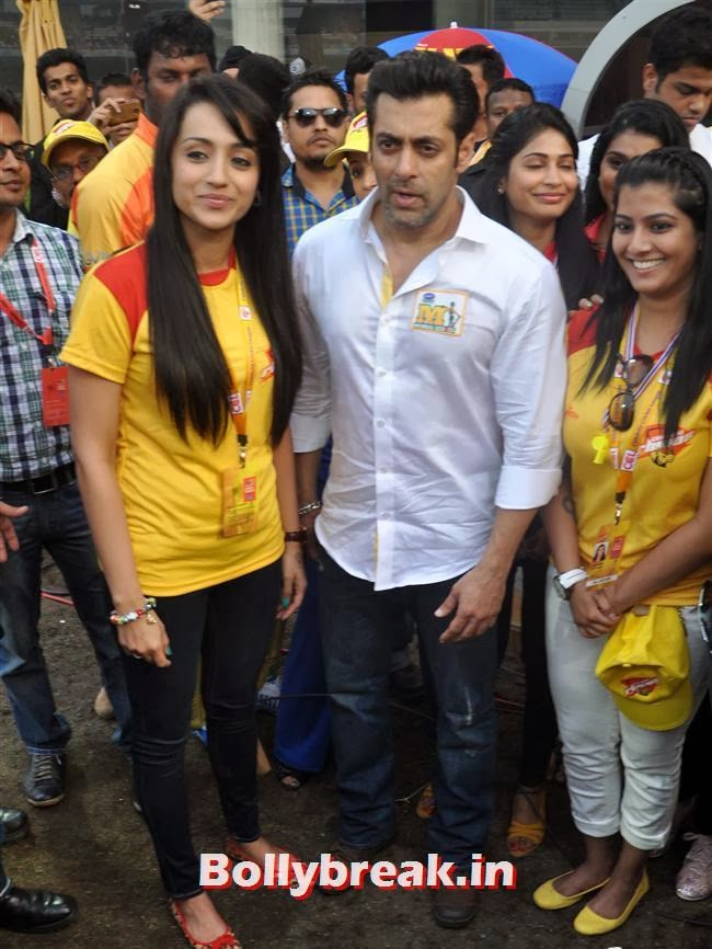 Trisha and Salman Khan, Trisha & other South Actresses at CCL Season 4 2014