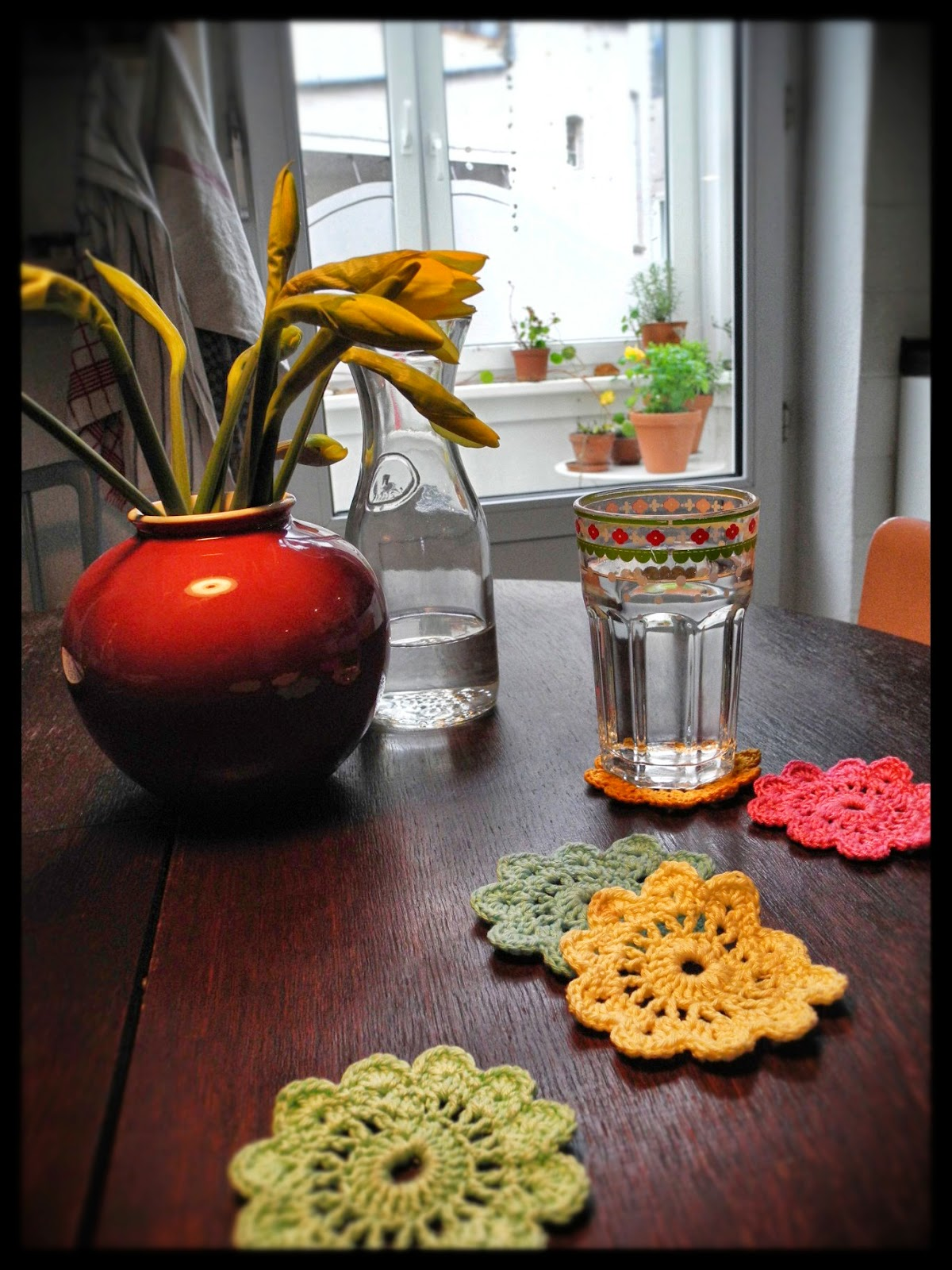 diy ausb chser in untersetzer f r tassen oder gl ser selber h keln. Black Bedroom Furniture Sets. Home Design Ideas
