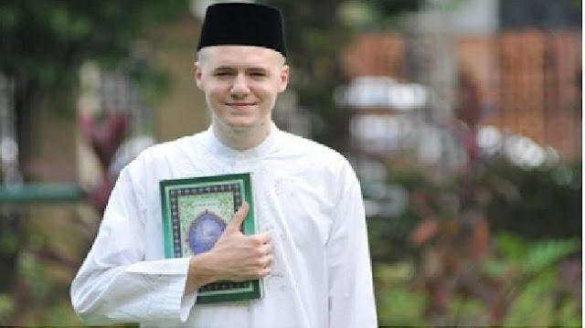 SUBHANALLAHU, Seorang Dokter di Amerika Masuk Islam Karena Satu Ayat Al-Quran