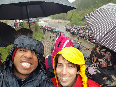 Bearing heavy rains to enjoy watching the almadías pass