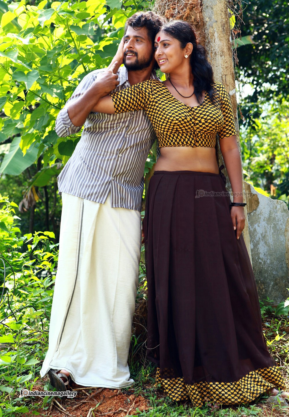Vinutha Lal latest hot navel show photos from Parankimala ...