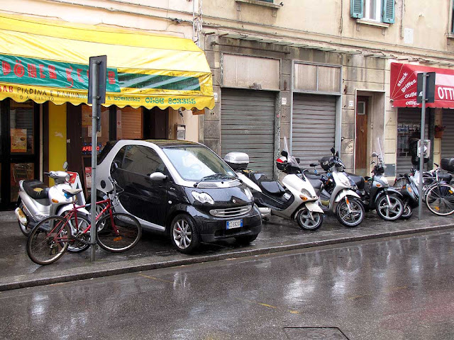 Smart parked like a scooter, Livorno