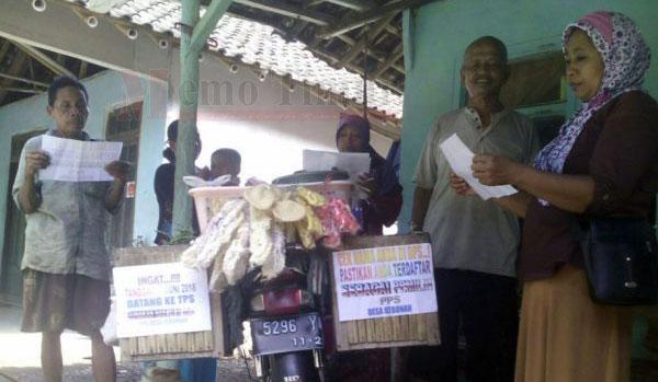 Penjual sayur membantu sosialisasikan pilkada