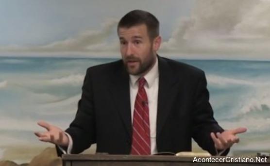 Pastor enseña que mujeres deben estar en silencio en iglesia