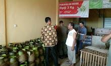 Sari Terpaksa Keliling Mencari Gas Melon