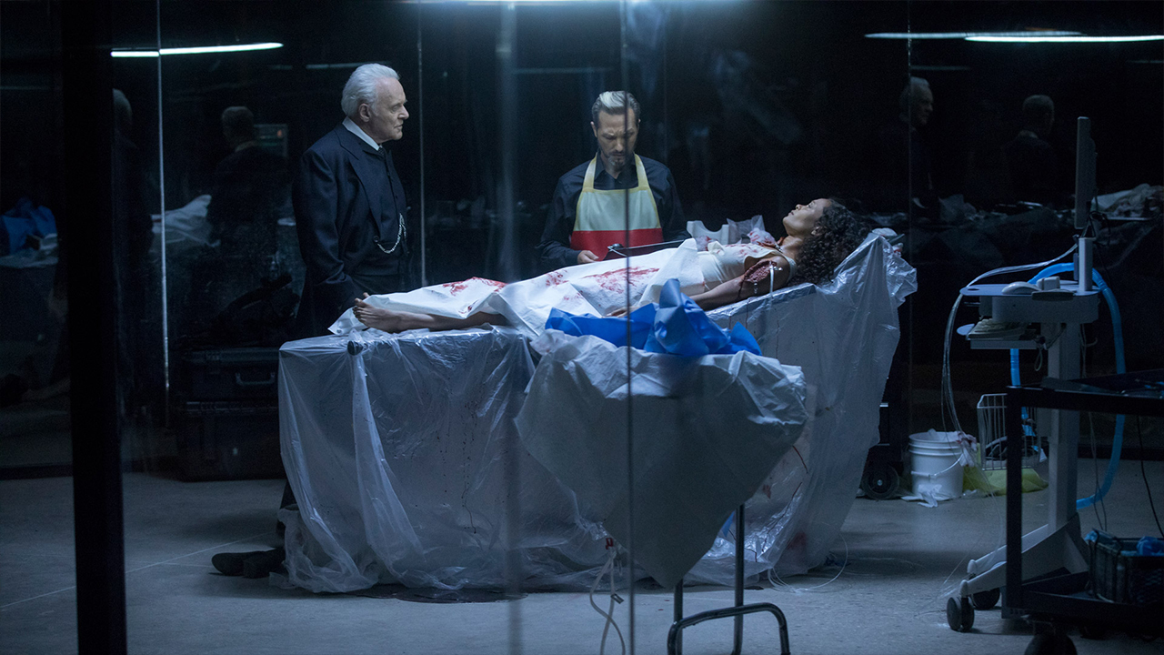 Fotografía de Maeve (Thandie Newton) y Ford (Anthony Hopkins) en el 2x09 de Westworld de HBO, Vanishing Point