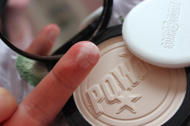 Review Phấn Phủ Soap and Glory One Heck of a Blot Powder, Soap and Glory One Heck of a Blot Powder, phấn phủ, Soap and Glory One Heck of a Blot Powder review, phấn phủ Soap and Glory One Heck of a Blot Powder dùng tốt không
