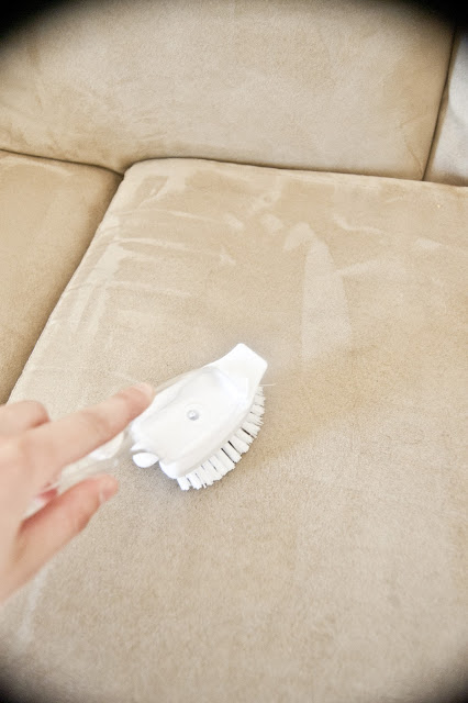http://551eastdesign.blogspot.com/2012/05/how-to-clean-microfiber-couch.html