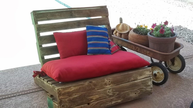 home garden 20 id es pour transformer des palettes en canap. Black Bedroom Furniture Sets. Home Design Ideas