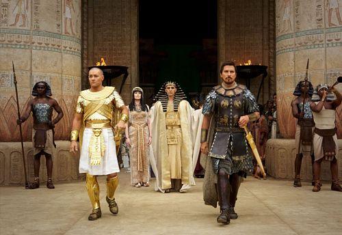 Pharaoh Ramses (Joel Edgerton) and Moses (Christian Bale)