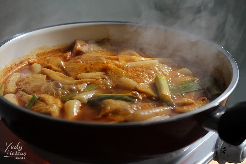 Delicious Sweet and Spicy Toppoki, How To Make Tteokbokki Dukbokki Toppoki Korean Spicy Rice Cake Recipe, Popular Korean Street Food Snack Recipe, 떡볶이, Best Easy Tteokbokki Recipe, Tteokbokki Manila, Korean Food Recipe, Where To Buy Tteokbokki Korean Spicy Rice Cake in Manila, Top Best YedyLicious Manila Food Blog, Yedy Calaguas
