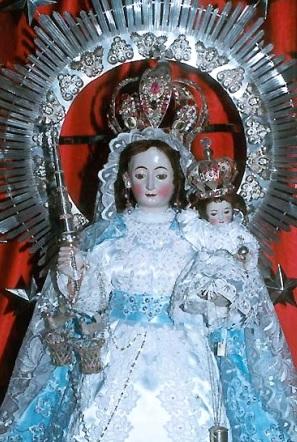 Imagen de la Virgen de la Candelaria junto al niño Jesús