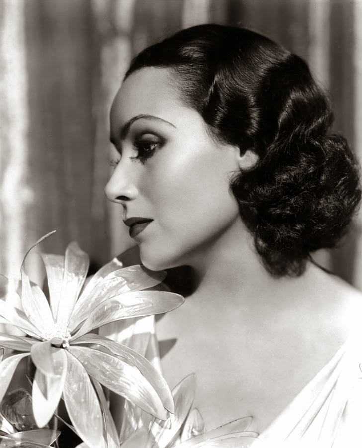 Love those classic movies in pictures dolores del rio for Classic love pictures