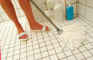Produk terbaik yang membuat keramik lantai kamar mandi berkilau serta tidak licin