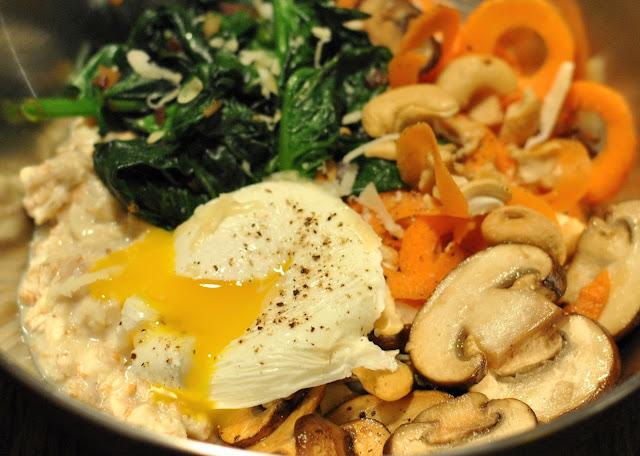 Porridge mit pochiertem Ei