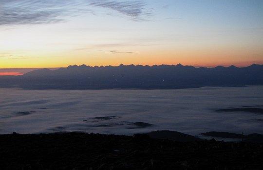 Tatry za morzem mgieł (widok z Babiej Góry).
