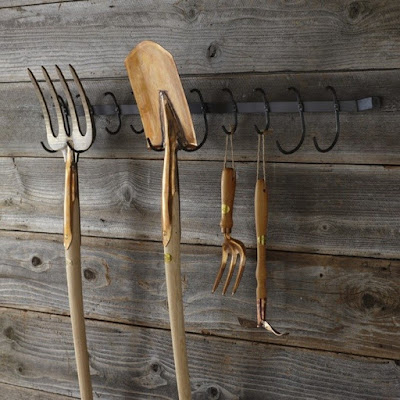 Garden tool organizer for the gardening enthusiast