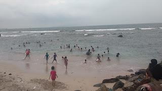Rabu Mucuk, Pantai di Kalianda Ramai di Kunjungi