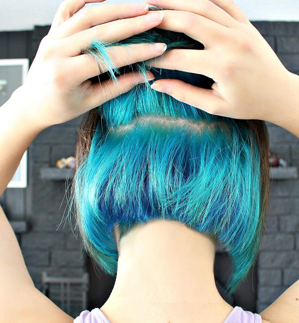 How to Dye Hair Bright Blue