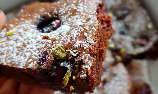 Berry Brownies con pistacchi