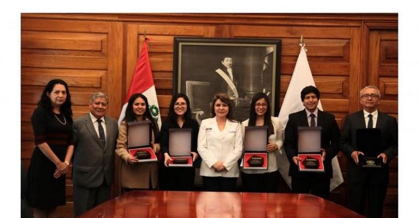 MINSA: Ministra de Salud premia a cuatro estudiantes de medicina - www.minsa.gob.pe