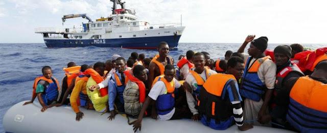 سفينة إنقاذ إسبانية تنقذ 50 مهاجر وتنقلهم نحو إيطاليا ووزارة الداخلية ترد بغلق الحدود البحرية