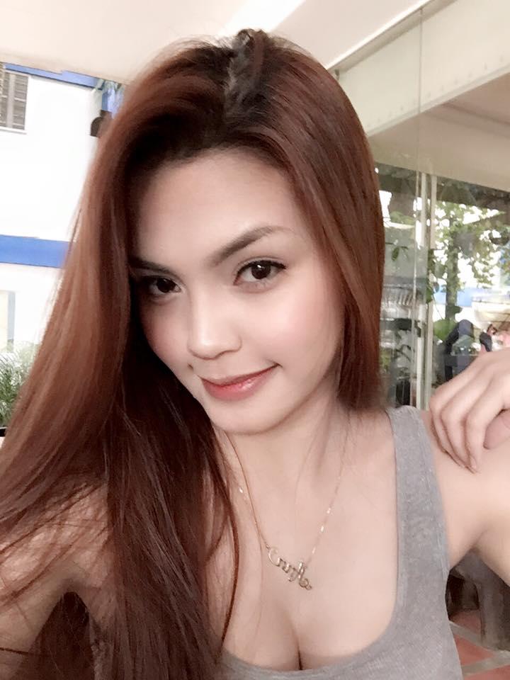 ann miranda hot boob cleavage pics 02