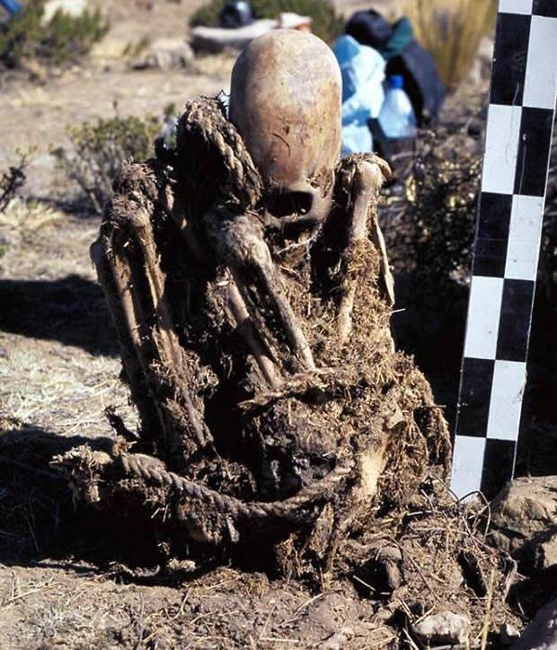 Las dimensiones del cráneo alargado han impresionado a los investigadores. Ellos han planteado que esto supera a la deformación craneana artificial.